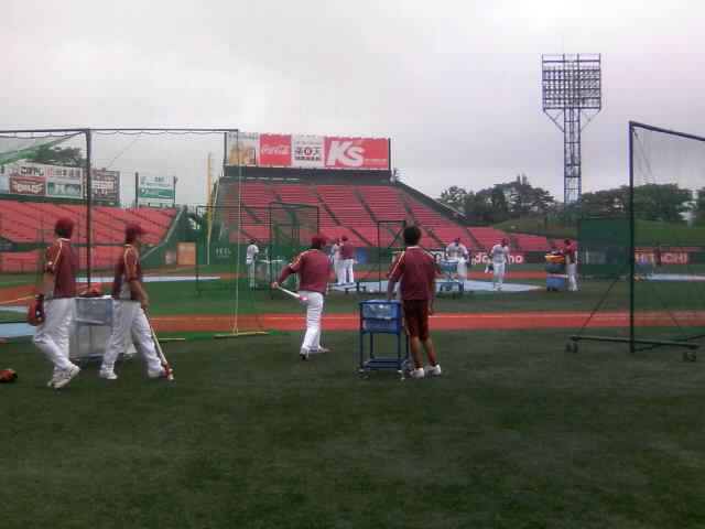 今日はこれから野球観戦!
